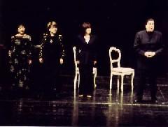 3巻1場「ラインの乙女たちの警告」を演じる(左から)大林智子氏、白土理香氏、平井香織氏、ジョン・トレレーヴェン氏